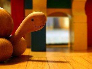 木の亀のおもちゃ